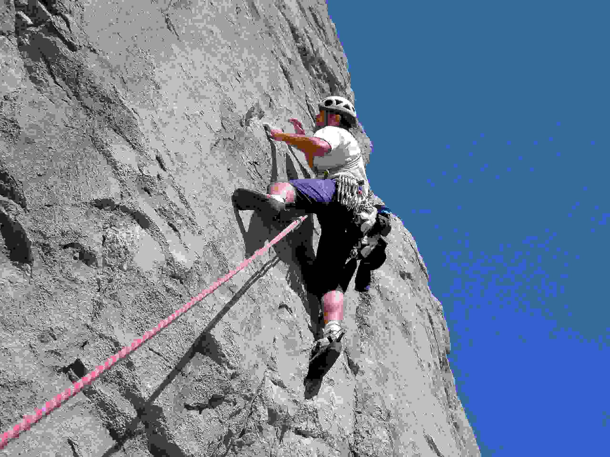 Foto: Kühberger Rudolf / Kletter Tour / Der wahre Kletterwahnsinn VIII+ / 7.Sl.  Tolle Wandkletterei mit weit auseinanderl iegenden Löchern und Schlitzen  / 05.03.2007 15:50:16