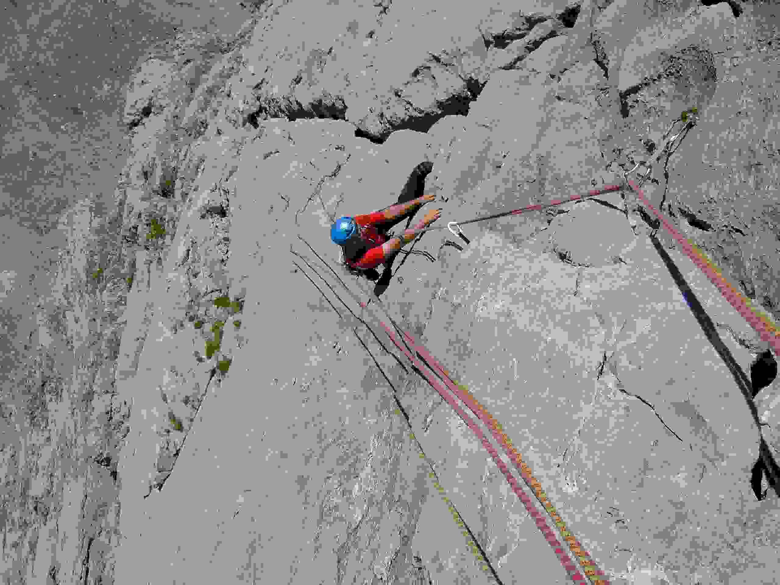 Foto: Kühberger Rudolf / Kletter Tour / Der wahre Kletterwahnsinn VIII+ / Schmid Albert klettert die anhaltend schwierige 7. Sl.    meit 7 - bis 7 + / 05.03.2007 15:51:37