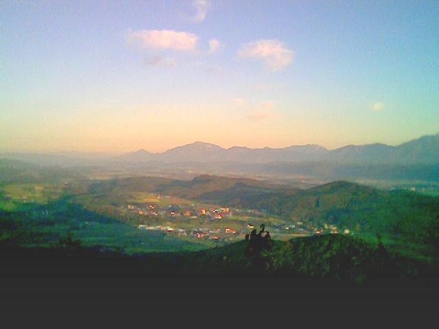 Foto: mongfevned / Mountainbike Tour / Klagenfurt - Ulrichsberg / leider nur handykamera qualität aber man kann erahnen was man für eine wunderbare Aussicht man von oben hat. / 19.04.2007 13:59:41