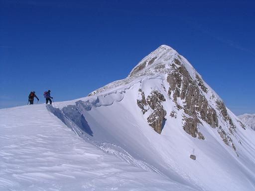 Foto: Andreas Koller / Skitour / Aus der Eisenerzer Ramsau auf drei Gipfel (2070 m) / Im Sattel unterhalb des Stadelstein / 12.03.2007 13:33:48