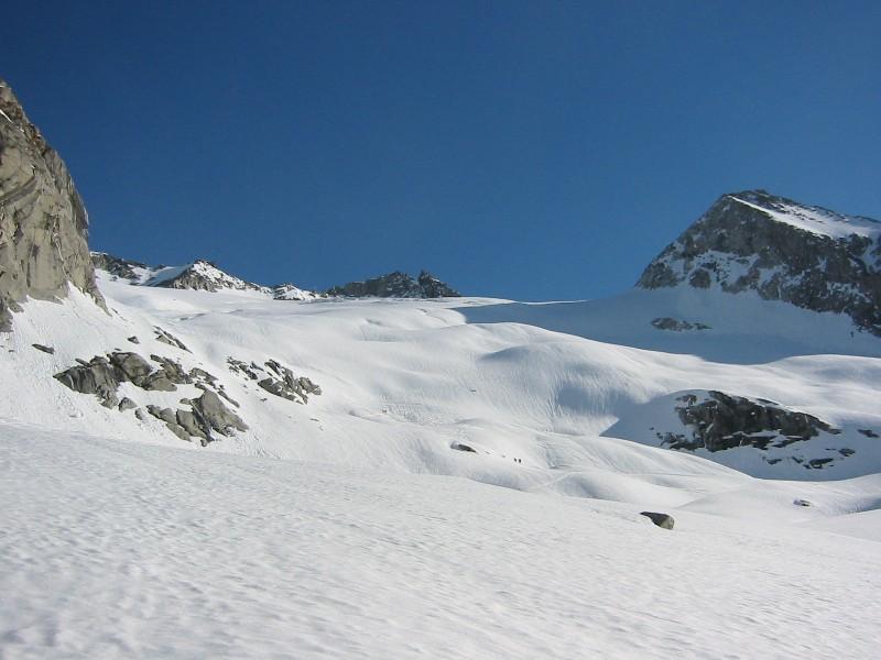 Foto: mucho / Ski Tour / Kuchelmooskopf (3214m) / Zillerkees; Rechts Kuchelmooskopf, links Felsabbruch - Aufstiegs- und Abfahrtsmöglichkeit / 18.03.2007 14:20:19