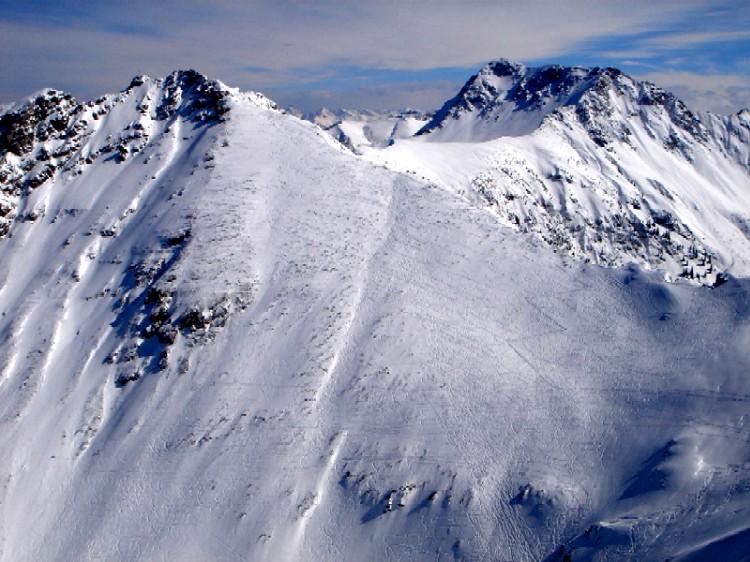 Foto: Manfred Karl / Ski Tour / Ponten (2045m) / Repräsentativer Blick vom Bschießer auf den Ponten-Gipfelhang. Gut erkennbar die unzähligen Schispuren. / 31.03.2007 13:22:34