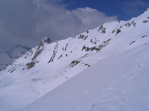 Foto: Andreas Koller / Skitour / Grindlspitze (2635m) und Rastkogel (2762m) / Unterhalb des Hoarbergjochs mit Grauer Spitze / 06.04.2007 11:08:52