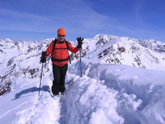 Foto: Andreas Koller / Ski Tour / Aus dem Falbanairtal auf Tiergartenspitze (3068 m)  und Mitterlochspitze (3174 m) / Die letzten Meter am Gipfelgrat der Mittleren Lochspitze / 06.04.2007 19:05:21