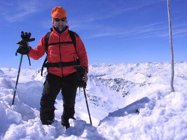 Foto: Andreas Koller / Ski Tour / Aus dem Falbanairtal auf Tiergartenspitze (3068 m)  und Mitterlochspitze (3174 m) / Am Gipfel der Mittleren Lochspitze mit Blick nach W / 06.04.2007 19:04:51
