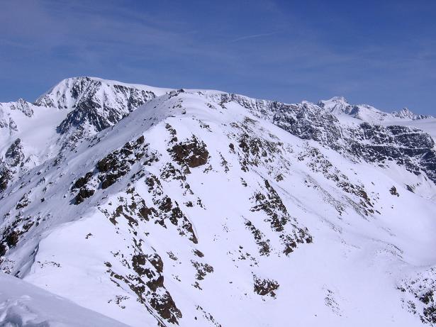 Foto: Andreas Koller / Ski Tour / Aus dem Falbanairtal auf Tiergartenspitze (3068 m)  und Mitterlochspitze (3174 m) / Gipfelblick nach NO auf die Weißseespitze (3526 m) und die Wildspitze (3774 m) / 06.04.2007 19:03:04