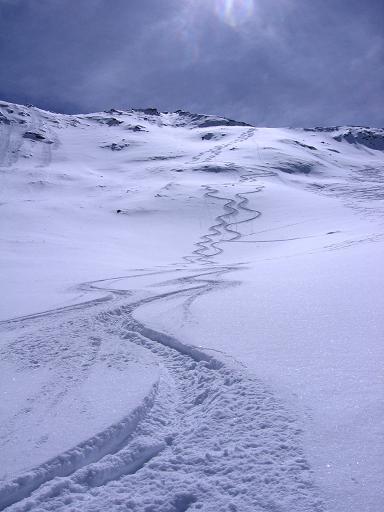 Foto: Andreas Koller / Ski Tour / Aus dem Falbanairtal auf Tiergartenspitze (3068 m)  und Mitterlochspitze (3174 m) / Herrliche Abfahrten in der N-Flanke der Mittleren Lochspitze / 06.04.2007 19:02:26