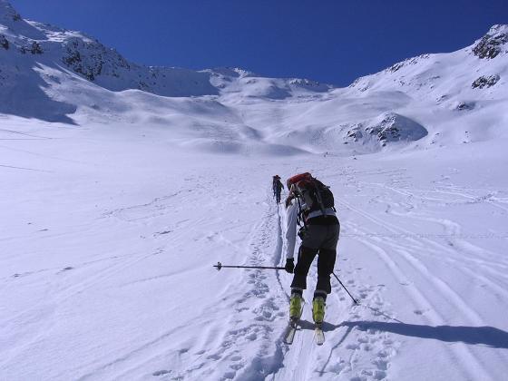 Foto: Andreas Koller / Ski Tour / Aus dem Falbanairtal auf Tiergartenspitze (3068 m)  und Mitterlochspitze (3174 m) / Im Talboden des Falbanairtals / 06.04.2007 19:08:48