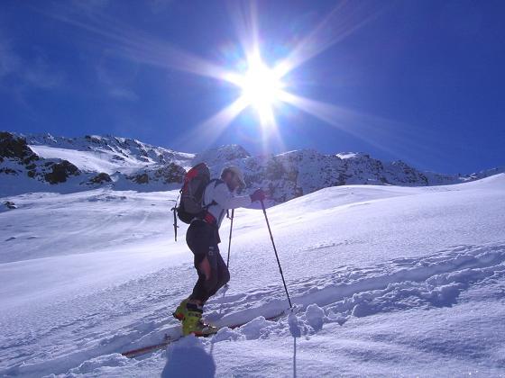 Foto: Andreas Koller / Ski Tour / Aus dem Falbanairtal auf Tiergartenspitze (3068 m)  und Mitterlochspitze (3174 m) / Im Aufstieg unterhalb der Mittleren Lochspitze / 06.04.2007 19:08:07