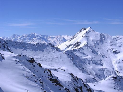 Foto: Andreas Koller / Ski Tour / Aus dem Falbanairtal auf Tiergartenspitze (3068 m)  und Mitterlochspitze (3174 m) / Blick von der Scharte in die Ortlergruppe / 06.04.2007 19:06:59