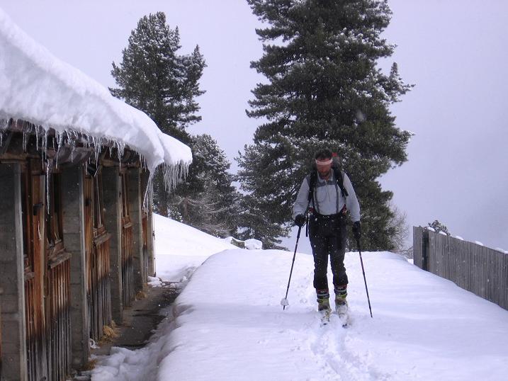 Foto: Andreas Koller / Ski Tour / Durch das stille Kaiserbergtal auf die Platzerspitze (3098m) / Die Nassereiner Alm (2041 m) / 06.04.2007 19:44:50
