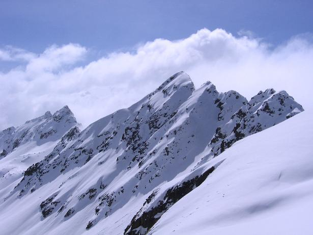 Foto: Andreas Koller / Ski Tour / Durch das stille Kaiserbergtal auf die Platzerspitze (3098m) / Die Kaiserspitzen (3089 m) / 06.04.2007 19:40:17