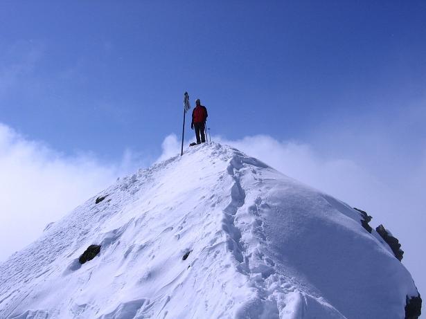Foto: Andreas Koller / Ski Tour / Durch das stille Kaiserbergtal auf die Platzerspitze (3098m) / Kleiner, ausgesetzter Gipfel der Platzerspitze  / 06.04.2007 19:39:22