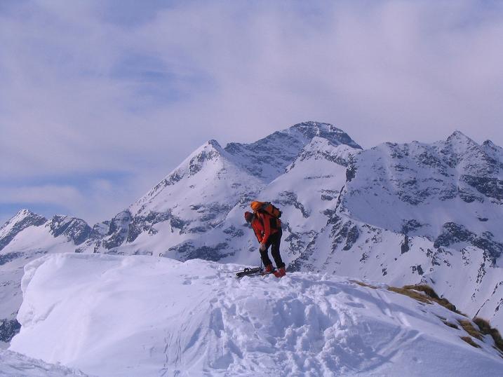 Foto: Andreas Koller / Skitour / Pleschnitzzinken mit Variationen (2112 m) / Zurück vom Scheibleck mit Hochwildstelle (2747 m) im Hintergrund / 09.04.2007 22:43:37