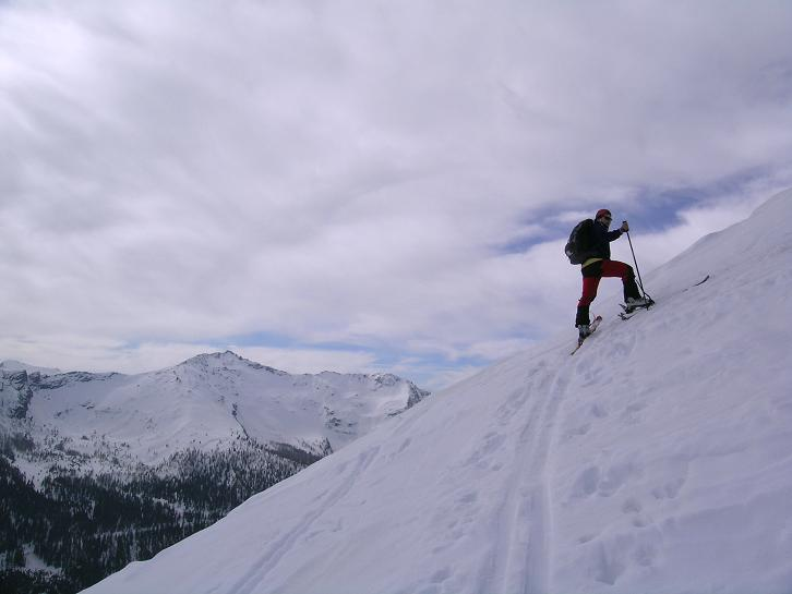 Foto: Andreas Koller / Skitour / Pleschnitzzinken mit Variationen (2112 m) / Recht steil zeigt sich die O-Flanke des Pleschnitzzinken / 09.04.2007 22:48:50