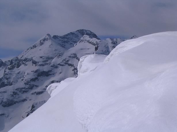 Foto: Andreas Koller / Skitour / Pleschnitzzinken mit Variationen (2112 m) / Gipfelwächte und Hochwildstelle (2747 m) / 09.04.2007 22:47:12