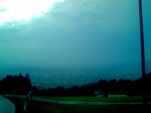 Foto: mongfevned / Mountainbike Tour / Klagenfurt - Radsberg - Zwanzgerberg - Stifterkogel / leider wieder schlechtes foto (werde die schlechten austauschen) - Blick von der Strasse bei Toutzach herunter nach Klagenfurt - sieht gewaltig aus und ist der 2te Aussichtspunkt auf der Ettappe / 19.04.2007 16:33:51