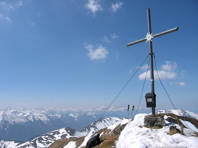 Foto: Andreas Koller / Wander Tour / Zeiritzkampel aus der Kurzen Teichen (2126 m) / Blick vom Gipfel in die Tauern / 22.04.2007 14:27:43