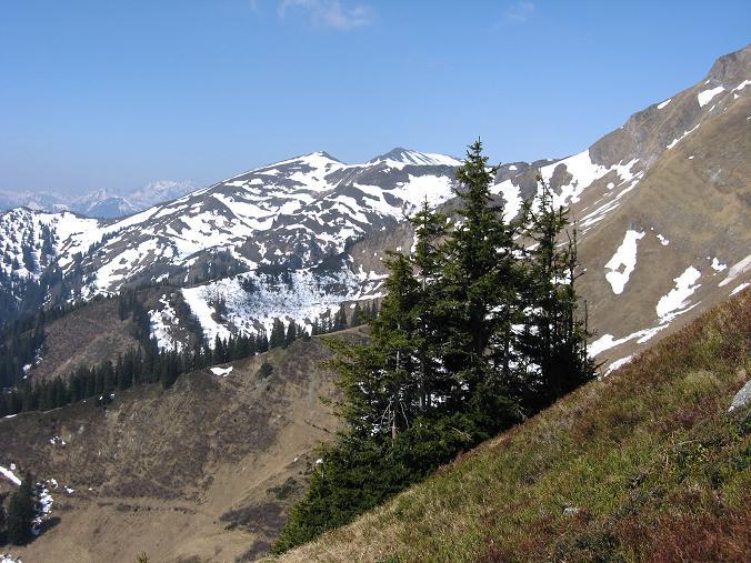 Foto: Andreas Koller / Wander Tour / Zeiritzkampel aus der Kurzen Teichen (2126 m) / Blick vom Aufstieg in die westlichen Eisenerzer Alpen / 22.04.2007 14:32:05