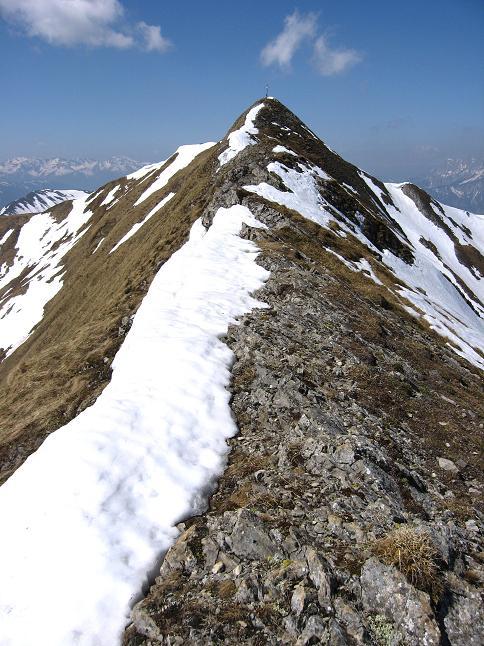 Foto: Andreas Koller / Wander Tour / Zeiritzkampel aus der Kurzen Teichen (2126 m) / Die letzten Meter am O-Grat zum Gipfelkreuz / 22.04.2007 14:30:13