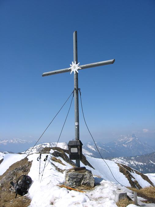 Foto: Andreas Koller / Wander Tour / Zeiritzkampel aus der Kurzen Teichen (2126 m) / Das Gipfelkreuz am Zeiritzkampel / 22.04.2007 14:29:47