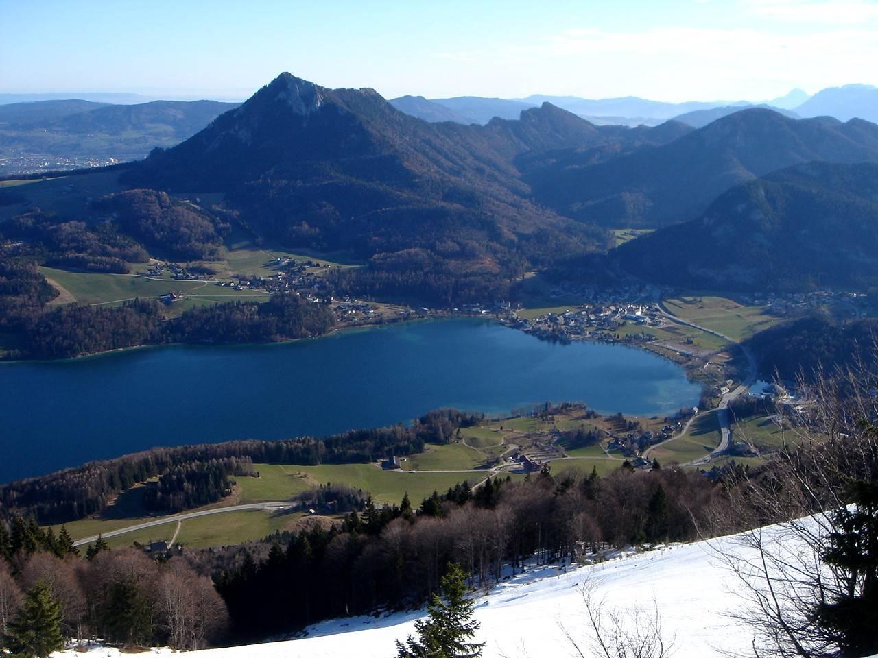 Foto: Manfred Karl / Wander Tour / Aus der Tiefbrunnau auf den Filbling / Herrlich ist vor allem der Blick auf den Fuschlsee, darüber der Schober. / 25.04.2007 23:25:19