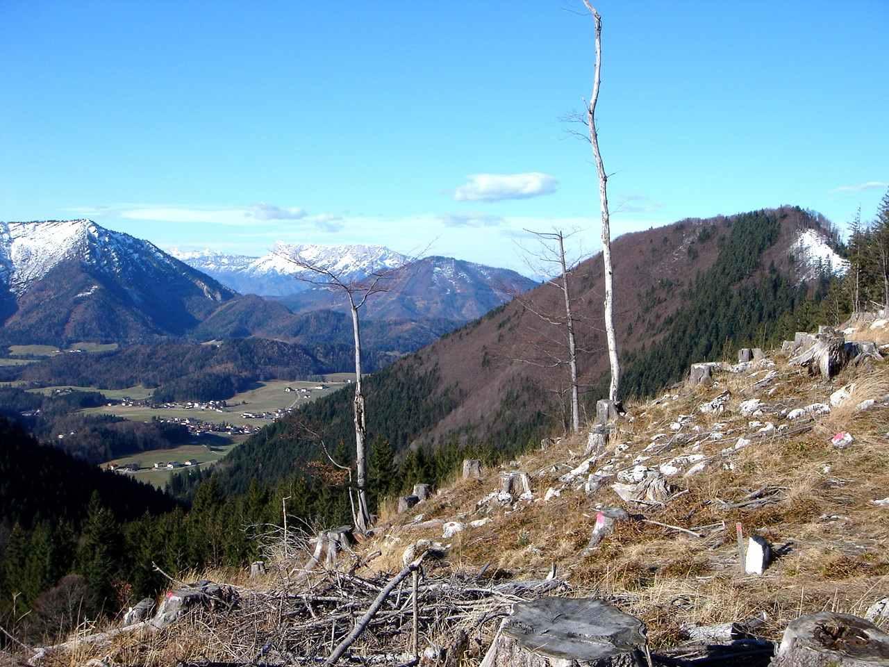 Foto: Manfred Karl / Wander Tour / Aus der Tiefbrunnau auf den Filbling / Ausblick vom Sattel oberhalb des Filblingsees gegen den Untersberg. / 25.04.2007 23:18:14