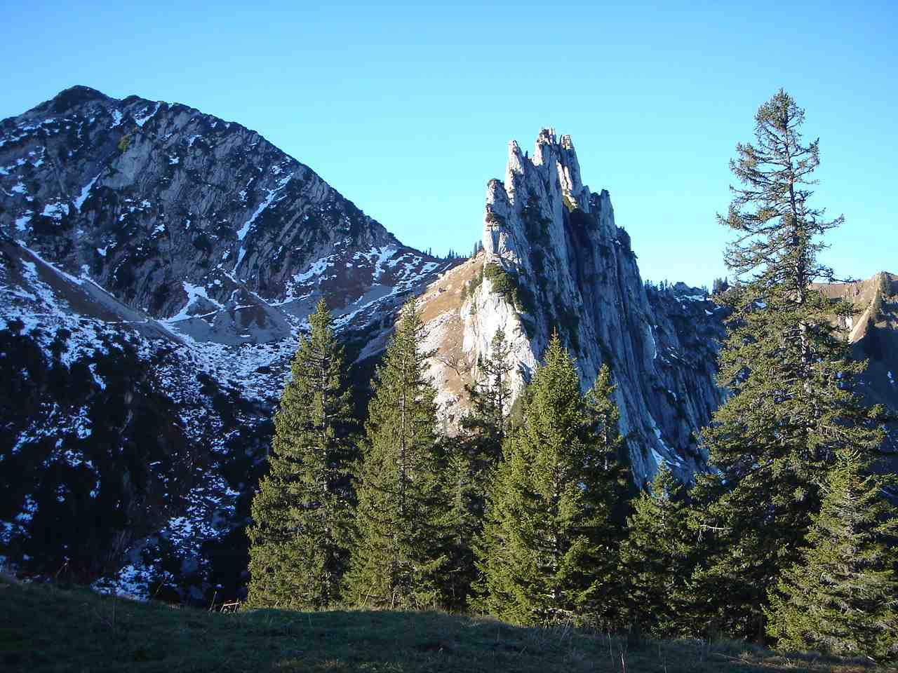 Foto: Manfred Karl / Wander Tour / Risserkogel mit Plankenstein Umrundung / Vom Riederecksattel erblickt man erstmals den steilen