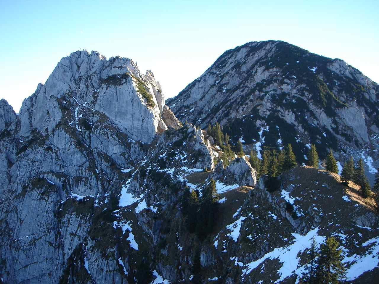 Foto: Manfred Karl / Wander Tour / Risserkogel mit Plankenstein Umrundung / Blankenstein und Risserkogel von Norden: Vom Gipfel des Rauhenbergs aus gesehen. / 26.04.2007 20:57:56
