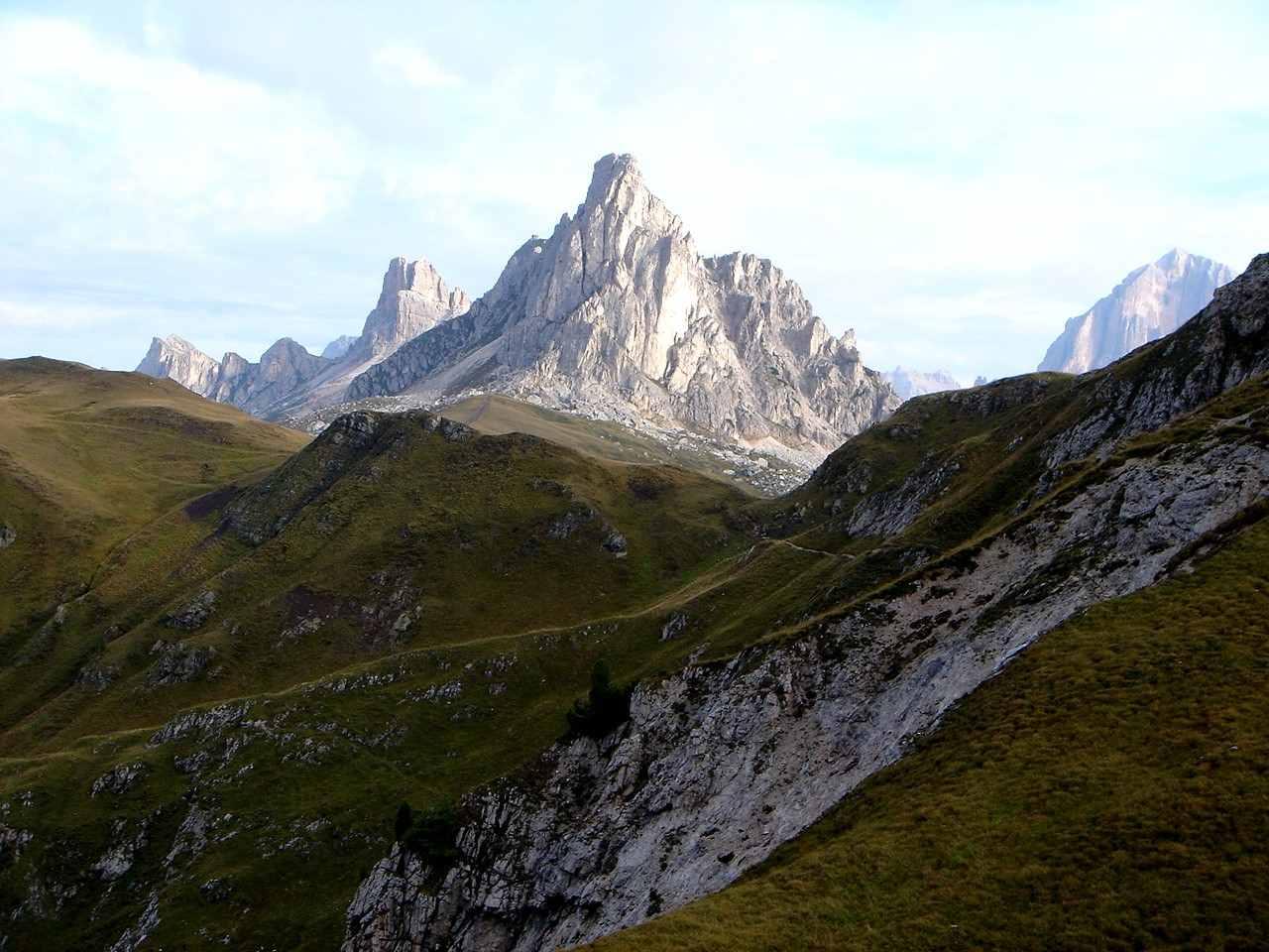 Foto: Manfred Karl / Wander Tour / Monte Cernera (2664m) / Herrlicher Blick auf Croda Negra, Averau, Gusela und Tofana. / 05.05.2007 19:19:21