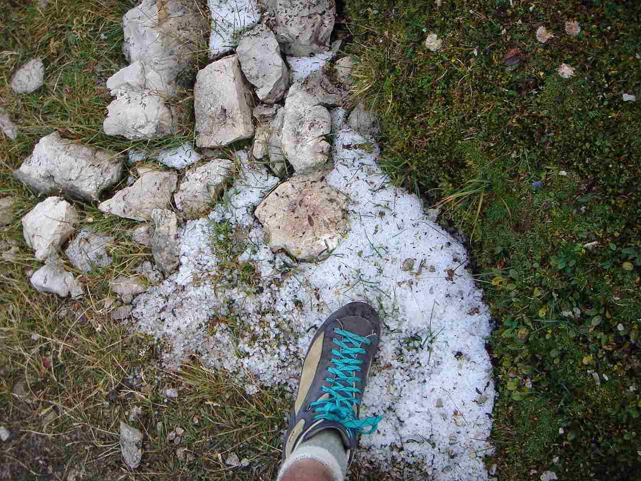 Foto: Manfred Karl / Wander Tour / Monte Cernera (2664m) / Letzte Reste des abendlichen Hagelschauers. / 05.05.2007 19:16:58