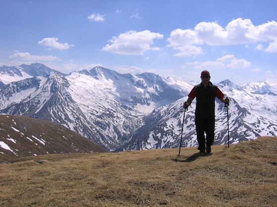 Foto: Andreas Koller / Wander Tour / Auf die Felskarspitze (2506m) / Am Gipfel mit Hohe Tauern Panorama / 30.04.2007 20:43:58