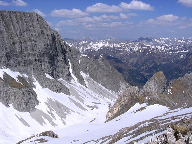 Foto: Andreas Koller / Wander Tour / Auf die Felskarspitze (2506m) / Blick vom Gipfel in die Hölle / 30.04.2007 20:43:38
