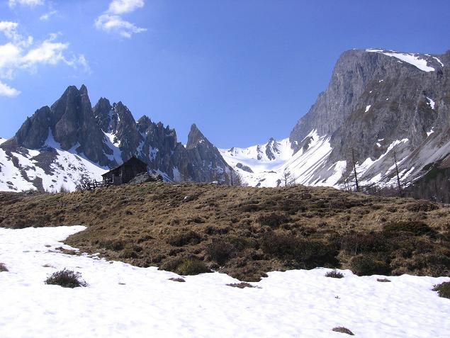 Foto: Andreas Koller / Wander Tour / Auf die Felskarspitze (2506m) / Blick in die Hölle mit Seewand (2383 m) und Weißeck (2711 m) / 30.04.2007 20:49:20