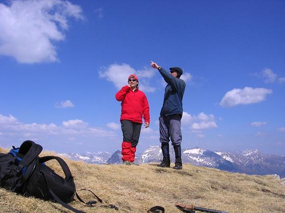 Foto: Andreas Koller / Wander Tour / Auf die Felskarspitze (2506m) / Gipfeldiskussion um die Namen der zahlreich umliegenden Gipfel / 30.04.2007 20:42:51
