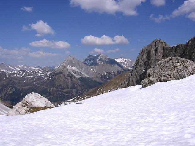 Foto: Andreas Koller / Wander Tour / Auf die Felskarspitze (2506m) / Blick aus der Hölle auf den Hochfeindkamm / 30.04.2007 20:41:59