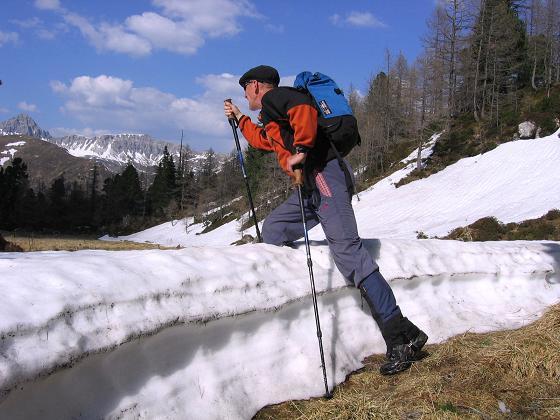 Foto: Andreas Koller / Wander Tour / Auf die Felskarspitze (2506m) / Schneereste im Abstieg aus der
