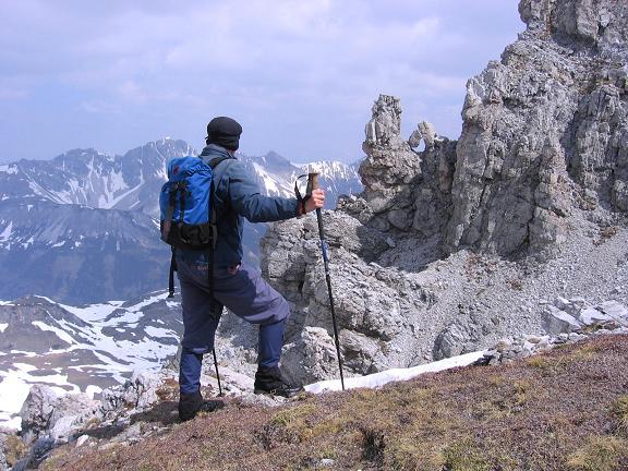 Foto: Andreas Koller / Wandertour / Große Guglspitze - stille Tour im Hochfeindkamm (2638 m) / Felsenfenster am W-Grat / 30.04.2007 21:30:03