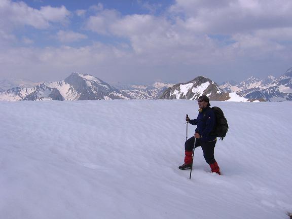 Foto: Andreas Koller / Wandertour / Große Guglspitze - stille Tour im Hochfeindkamm (2638 m) / Wächte am Grat / 30.04.2007 21:30:19