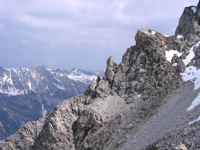 Foto: Andreas Koller / Wandertour / Große Guglspitze - stille Tour im Hochfeindkamm (2638 m) / Bizarre Felsformationen an der Guglspitze / 30.04.2007 21:30:54