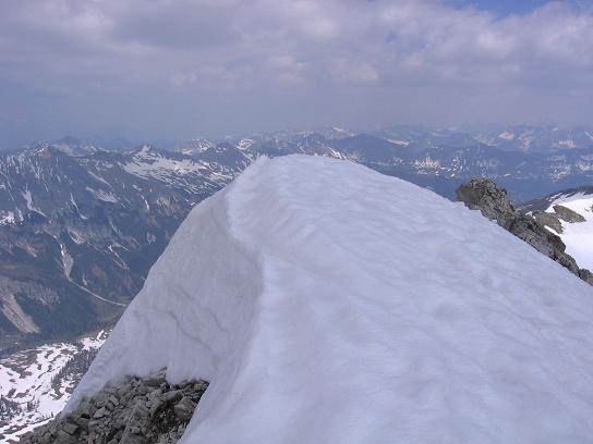 Foto: Andreas Koller / Wandertour / Große Guglspitze - stille Tour im Hochfeindkamm (2638 m) / Gipfelwächte auf der Guglspitze / 30.04.2007 21:31:55