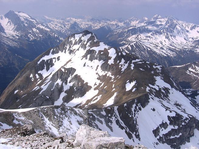 Foto: Andreas Koller / Wandertour / Große Guglspitze - stille Tour im Hochfeindkamm (2638 m) / Zwillingwand von der Guglspitze / 30.04.2007 21:35:11