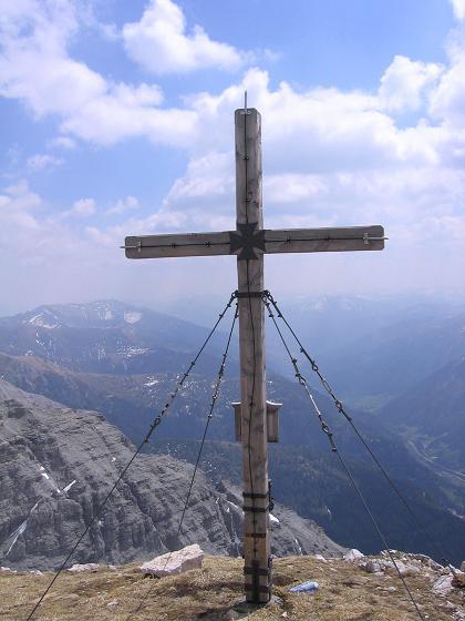 Foto: Andreas Koller / Wander Tour / Große Guglspitze - stille Tour im Hochfeindkamm (2638 m) / Kreuz auf der Kleinen Gugl / 30.04.2007 21:37:08