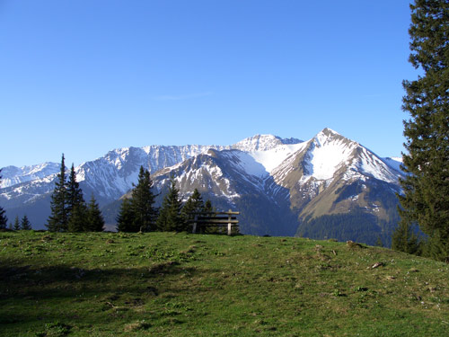 Foto: vince 51 / Wandertour / Von Wengle auf den Plattberg / Blick auf Grubigstein und Gartnerwand / 30.04.2007 23:35:19