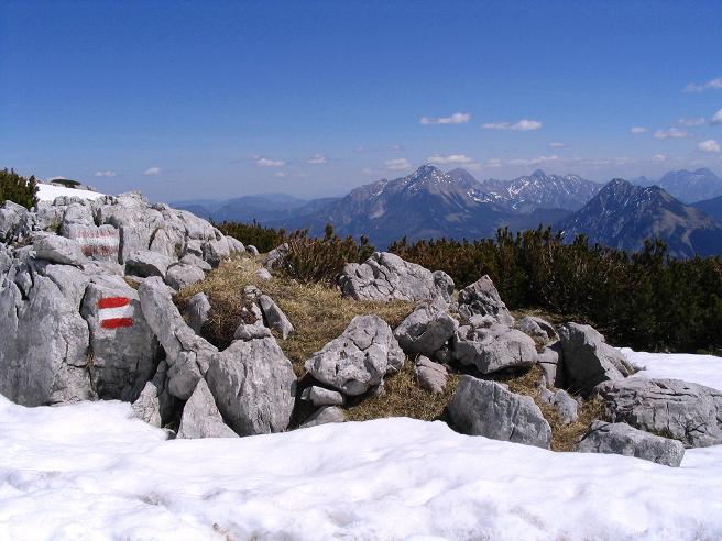Foto: Andreas Koller / Wandertour / Angererkogel - Runde (2114 m) / Blick in die östlichen gelegen Haller Mauern / 02.05.2007 22:00:07