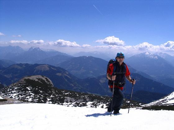 Foto: Andreas Koller / Wandertour / Angererkogel - Runde (2114 m) / Die letzten Meter zum Angererkogel-Gipfel / 02.05.2007 21:52:42