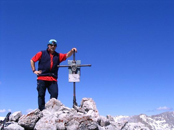 Foto: Andreas Koller / Wandertour / Angererkogel - Runde (2114 m) / Gipfelkreuz am Angererkogel / 02.05.2007 21:49:29
