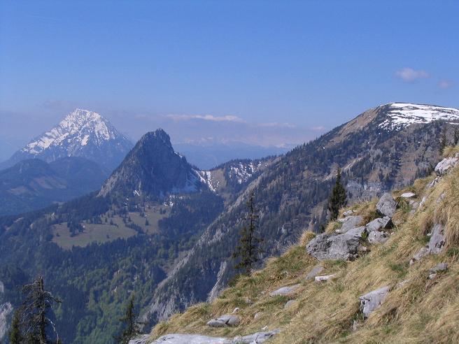 Foto: Andreas Koller / Wandertour / Angererkogel - Runde (2114 m) / Blick nach W auf Schafberg (1933 m), Hochtausing (1832), Grimming (2351 m) / 02.05.2007 22:15:05