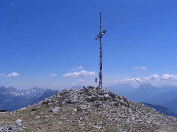 Foto: Andreas Koller / Wandertour / Angererkogel - Runde (2114 m) / Nazogl-Gipfelkreuz / 02.05.2007 22:07:28