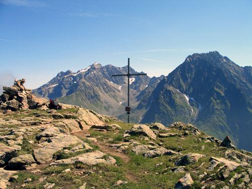 Foto: vince 51 / Wander Tour / Von Mandarfen auf den Brandkogel / Brandkogel mit (links) Hoher Geige und Puitkogel / 03.05.2007 21:18:07